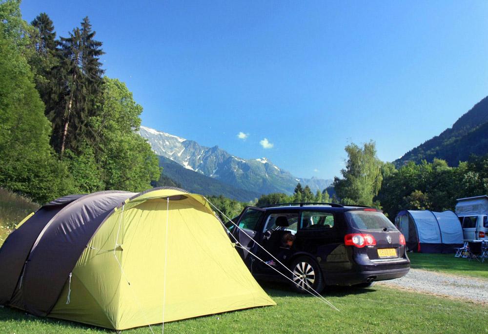 tente et camping car dans un camping en montagne