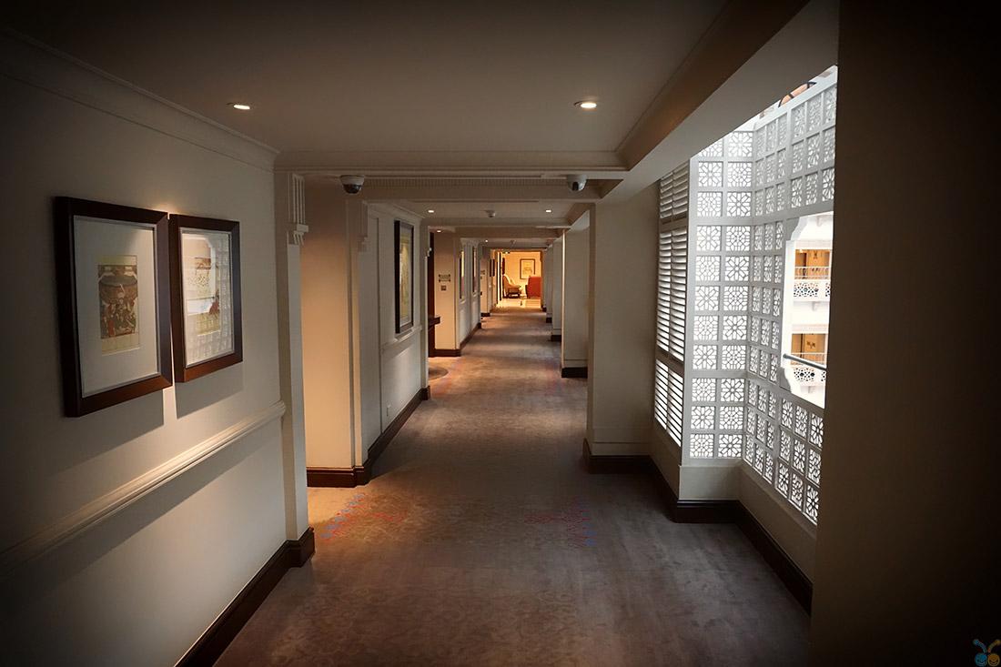 couloir d'hôtel avec wifi